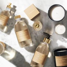 A timeless, uplifting and unmistakably British fragrance inspired by the Constance Spry, the original English rose. Burberry's gold packaging looks so luxurious! Skincare Packaging, Beauty Packaging, Cosmetic Packaging, Packaging Ideas, Luxury Packaging, Bottle Packaging, Gift Packaging, Perfume, Tips Belleza