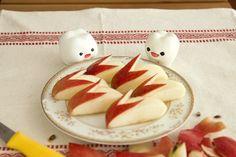 うさぎリンゴ apple bunnies - a classic bento item - all Japanese moms know how to make these. Soak in salt water for a few minutes to avoid apples turning brown.