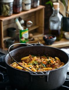 Slow Cooker Ragu with Pasta by Tuttorosso Tomatoes Slow Cooker Recipes, Crockpot Recipes, Cooking Recipes, Healthy Recipes, Free Recipes, Seafood Dishes, Pasta Dishes, 500 Calorie Dinners, Food Categories