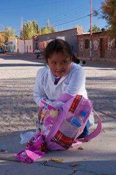 Salida del colegio en Antofagasta de la Sierra, Norte Argentino.
