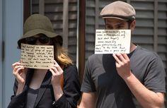 Andrew Garfield e Emma Stone usam fotógrafos para divulgar instituições de caridade