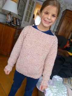 A soft sweater accessible to any beginner knitter. Benefit for the recipient child of this model: no need to . Knitting For Kids, Baby Knitting, Tricot Baby, Knitting Patterns, Sweaters, Cardigans, Women, Diy Couture, Pulls
