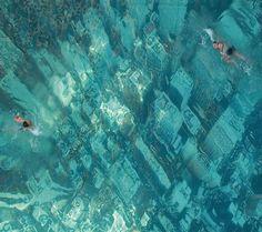 Ciudad sumergida o piscina con fondo de película? ;)