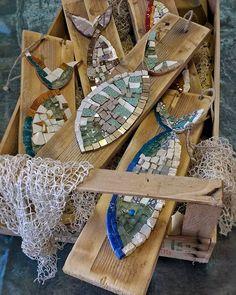 Un po' di pescato!!  #nonsolopesci #facebook #homify #mosaico #unique #pezzounico #regali #oldwood #restaurantdecor #instagram #restaurantdesign #artista #art #poisson #pesci #scuba  #pescado #Cesenatico #beachdesign #nautica #ocean #beautifuldecor #coastalstyle #homedecor #vscocam #rivieraadriatica #fattoamano #handmade #madeinitaly