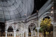 Italian artist edoardo tresoldi has created a tableau of wire mesh architecture. Renaissance Architecture, Classical Architecture, Beautiful Architecture, Architecture Design, Abu Dhabi, Travel Outfit Spring, Colossal Art, Old Churches, Art Moderne