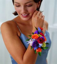 Wrist garlands for the bridesmaids