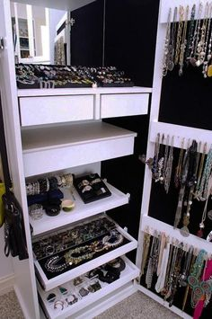 21 Smart Storage and Home Oranization Ideas, Tips for Deleting and Organizing . - Schmuck aufbewahrung - Crafts world Jewelry Closet, Jewelry Armoire, Jewellery Storage, Jewelry Cabinet, Jewelry Box, Gold Jewelry, Cz Jewellery, Diy Jewelry, Jewelry Drawer