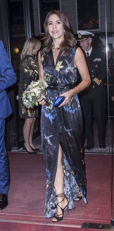 Crown Princess Mary's party dresses Royal Look, Royal Style, Mary Donaldson, Princess Marie Of Denmark, Danish Royal Family, Crown Princess Mary, Royal Fashion, Beautiful Celebrities, Danish Royals