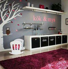 Einfach nur genial: Aus einem #Expedit 5 x 1 #Regal und verschiedenen #Ikea-Produkten entsteht eine wunderschöne #Kinderküche // mommo design: IKEA HACKS FOR GIRLS - Expedit play kitchen