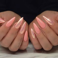 Why are stiletto nails so amazing? We have found the very Best Stiletto Nails for 2018 which you will find below. Having stiletto nails really makes you come off as creative and confident. Fancy Nails, Pretty Nails, Uñas Color Coral, Crome Nails, Peach Nails, Coral Nails Glitter, Coral Acrylic Nails, Coral Nail Art, Coral Art