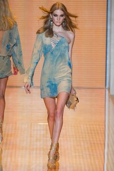 Versace Spring 2013 Ready-to-Wear Fashion Show: Complete Collection - Style.com