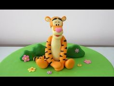 Tigger with gum paste / Tigger en pasta de goma - YouTube