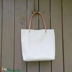 Fehér bőr táska, bevásárlótáska (zsiemankaje) - Meska.hu Tote Bag, Fashion, Moda, Fashion Styles, Totes, Fashion Illustrations, Tote Bags
