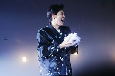 I wanna be those confettis and make you happy ✨