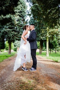 wedding shoes vans 25 Bridal Sneakers Ideas For Maximal Comfort Converse Wedding Shoes, Wedding Sneakers, Wedding Converse, Wedding Boots, Wedding Bride, Wedding Couples, Wedding Dresses, Wedding Ideas, Gold Wedding