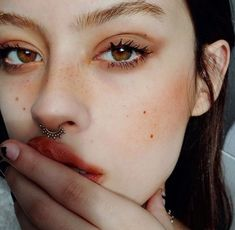 Spider eyes, peachy cheeks Makeup inspiration :: THEKLOG.CO :: K-beauty, skin care, makeup, fashion, lifestyle, trends, and more! http://theklog.co/
