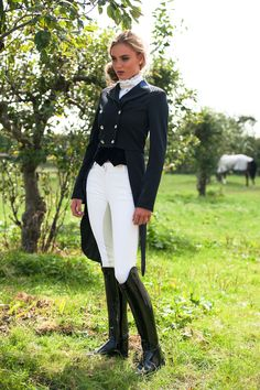 The most important role of equestrian clothing is for security Although horses can be trained they can be unforeseeable when provoked. Riders are susceptible while riding and handling horses, espec… Equestrian Chic, Equestrian Girls, Equestrian Outfits, Horse Riding Clothes, Riding Boots, Riding Gear, Estilo Gossip Girl, Riding Habit, Fashion Outfits