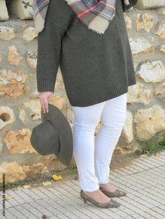 Look OVERSIZE & VAQUERO BLANCO. LOS LOOKS DE MI ARMARIO. #loslooksdemiarmario #winter #primark #outfitcurvy #invierno #look #lookcasual #lookschic #tallagrande #curvy #plussize #curve #fashion #blogger #madrid #bloggercurvy #personalshopper #curvygirl #lookinvierno #lady #chic #looklady  #bufandamanta #vestidoancho #zara #look #outfit #vestidooversize #oversize #jerseyXXL #pythonshoes #jeanblanco #chunkysweaters #cypres #tendencia #jerseypuntogordo #verdeoliva #violetabymango