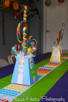 Be sure to accent your Candyland party tables with some fun theme centerpieces. Here's a cute idea to consider. Candy Themed Party, Candy Land Theme, 1st Birthday Parties, Birthday Ideas, Festa Party, Chocolates, Party Centerpieces, Table Decorations, Candyland