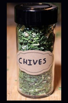 How To Dry Chives - for long term preservation... #dehydrating #homestead #homesteading