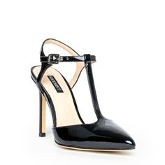 Team this shoe up with a black A-line skirt and out goes the modern racy look but still vintage and sexy as ever. Sapato Preto.