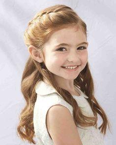 coiffure petite fille - cheveux longs bouclés et une belle tresse sur le côté