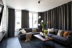 Design noir dans un appartement de 53m2 - PLANETE DECO a homes world Style Tropical, Ikea, My Dream Home, Couch, Curtains, Living Room, Interior Design, Simple, Inspiration