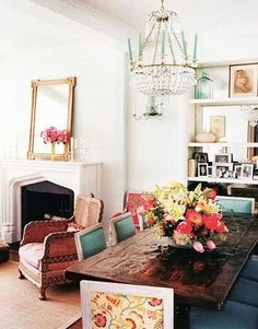 Fab farm table with turquoise upholstered chairs.      INTERIOR-DESIGN_HOME-DECOR_DESIGN-IDEAS_BELLE-MAISON-BLOG-10.jpg (385×492)