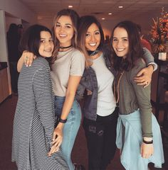 """Sadie Robertson, Bella, Rebecca, and Mary Kate """"if in the rare occasion that all sisters like the same picture you must post it. 4.9.16"""""""