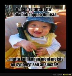 Aloittaa päiväsi hymy! Haha Funny, Funny Memes, Lol, Cool Pictures, Funny Pictures, True Stories, Finland, Texts, Drinking