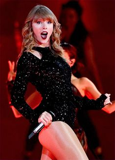 Taylor Swift sexy outfit with sheer nude fishnet pantyhose Taylor Swift Tumblr, Taylor Swift Album, Long Live Taylor Swift, Taylor Swift Concert, Taylor Swift Hot, Taylor Swift Style, Taylor Swift Pictures, Taylor Swift Fashion, American Music Awards