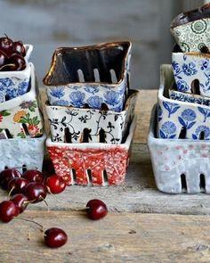 Ceramic berry baskets Handmade ceramics by Terre Ferme Pottery & Kentia Naud . Ceramic berry baskets Handmade ceramics by Terre Ferme Pottery & Kentia Naud Slab Pottery, Ceramic Pottery, Ceramic Art, Pottery Wheel, Pottery Pots, Diy Gifts For Christmas, Handmade Christmas, Natal Diy, Berry Baskets