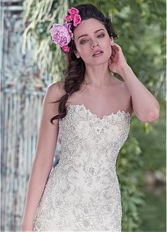 Elegant Organza Sweetheart Neckline A-line Wedding Dresses With Beaded Lace Appliques