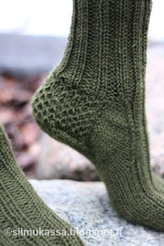 silmukassa: Perus villasukat ristiinvahvistettu kantapää Wool Socks, Knitting Socks, Knitting Ideas, Cross Stitching, Mittens, Crochet, Create, Diy, Fashion