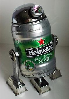 Heineken - It seems as if the famous Dutch beer brand has been around since the beginning of booze, as it's safe to say even non-drinkers can think at least o. Welding Art, Welding Projects, Tableau Pop Art, Beer Keg, Scrap Metal Art, Robot Art, Robots, Recycled Art, Recycled Robot