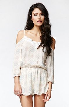 Kendall and Kylie Cold Shoulder Romper White. Outfits for www.zkkoo.com