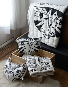 Stylish sustainable bed linen | cotton plaid and pillows with graphic black and white animal print by Wee Gallery