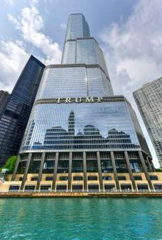 Trump Chicago, Chicago Usa, Chicago City, Chicago Illinois, Urban Architecture, Amazing Architecture, West Coast Cities, Chicago Pictures, Trump International Hotel