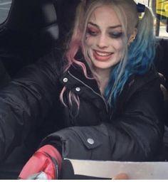 Margot Elise Robbie, Margo Robbie, Margot Robbie Harley Quinn, Emily Ratajkowski Outfits, Harley Queen, Joker Dark Knight, Stitch Drawing, Joker And Harley Quinn, Photoshoot Inspiration