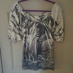 """Gorgeous sublimated top Ivory with shades of gray.  Banded bottom.  I'm 5'8"""" too short for me. Worn once. Tops Tees - Short Sleeve"""