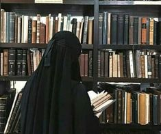 Images and videos of niqab Arab Girls Hijab, Girl Hijab, Muslim Girls, Muslim Couples, Hijabi Girl, Hijab Niqab, Muslim Hijab, Anime Muslim, Niqab Fashion
