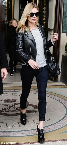 Kate Moss looked effortlessly cool in a pair of black skinny jeans and a leather jacket