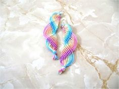 DIY Aretes nudos macramé ondas arco iris - Earrings DIY macrame knots iris bow airwaves - YouTube
