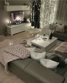 28 Cozy Living Room Decor Ideas To Copy Loving this grey modern and c. - 28 Cozy Living Room Decor Ideas To Copy Loving this grey modern and cozy living room dec - Living Room Decor Cozy, Living Room Interior, Home Living Room, Living Room Designs, Cozy Living Room Warm, Living Room Decor Colors Grey, Modern Living Room Design, Living Room Decorations, Blush Living Room