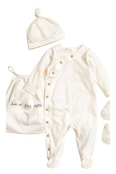 Welcome to the world set   H&M