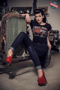 Model: Clara Diefke | Photographer: Tony Klintasp Rockabilly pin up very cool sitting pose