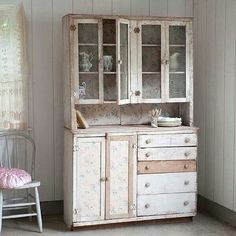 Very pretty distressed cabinet for storing tableware in shabby chic style. Shabby Chic Interiors, Shabby Chic Homes, Shabby Chic Furniture, New Furniture, Vintage Furniture, Painted Furniture, Furniture Ideas, Vintage Shabby Chic, Shabby Chic Style