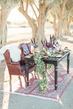 Luxe sweetheart table | Sam Kirk Photography | Bridal Musings