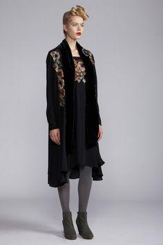 200/A121489 Strap Dress    200/A120102 Fold Long Jacket    900/A120122 Velvet Scarf