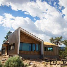 Residência projetada pelo estúdio Imbue Design recebe paleta natural em sua composição. Além disso, a morada está integrada à paisagem de uma das mais impressionantes formações rochosas da Terra nos Estados Unidos.